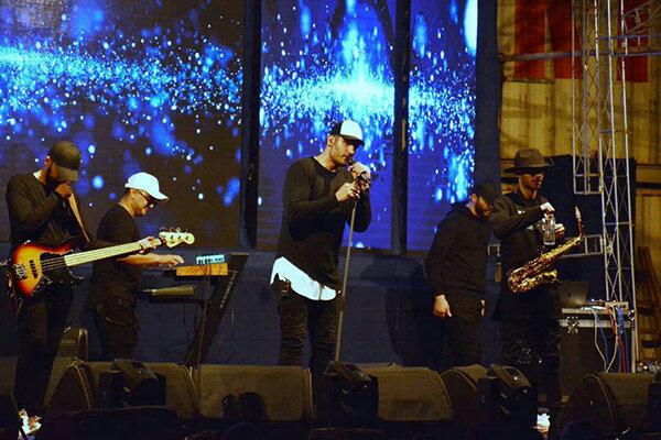 ادای احترام دو خواننده پاپ به سیل زدگان | پایان جشنواره موسیقی نوروزی منطقه آزاد چابه 1