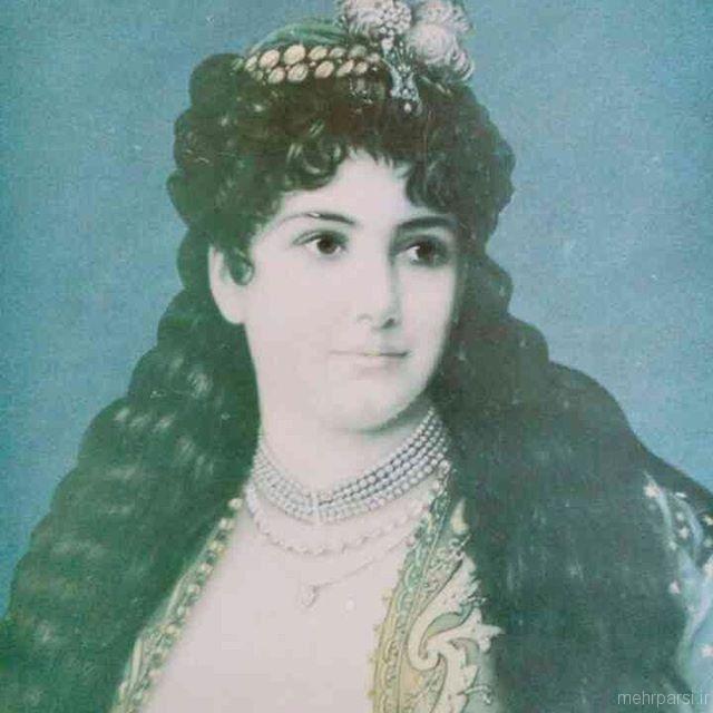 عکس واقعی زلیخا در موزه لوور پاریس 1