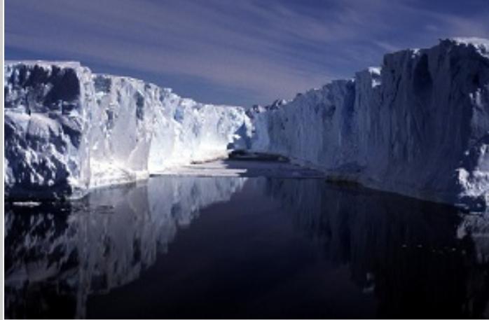 برای اولین بار یک انسان در آبهای یخسار جنوبگان شنا کرد 1