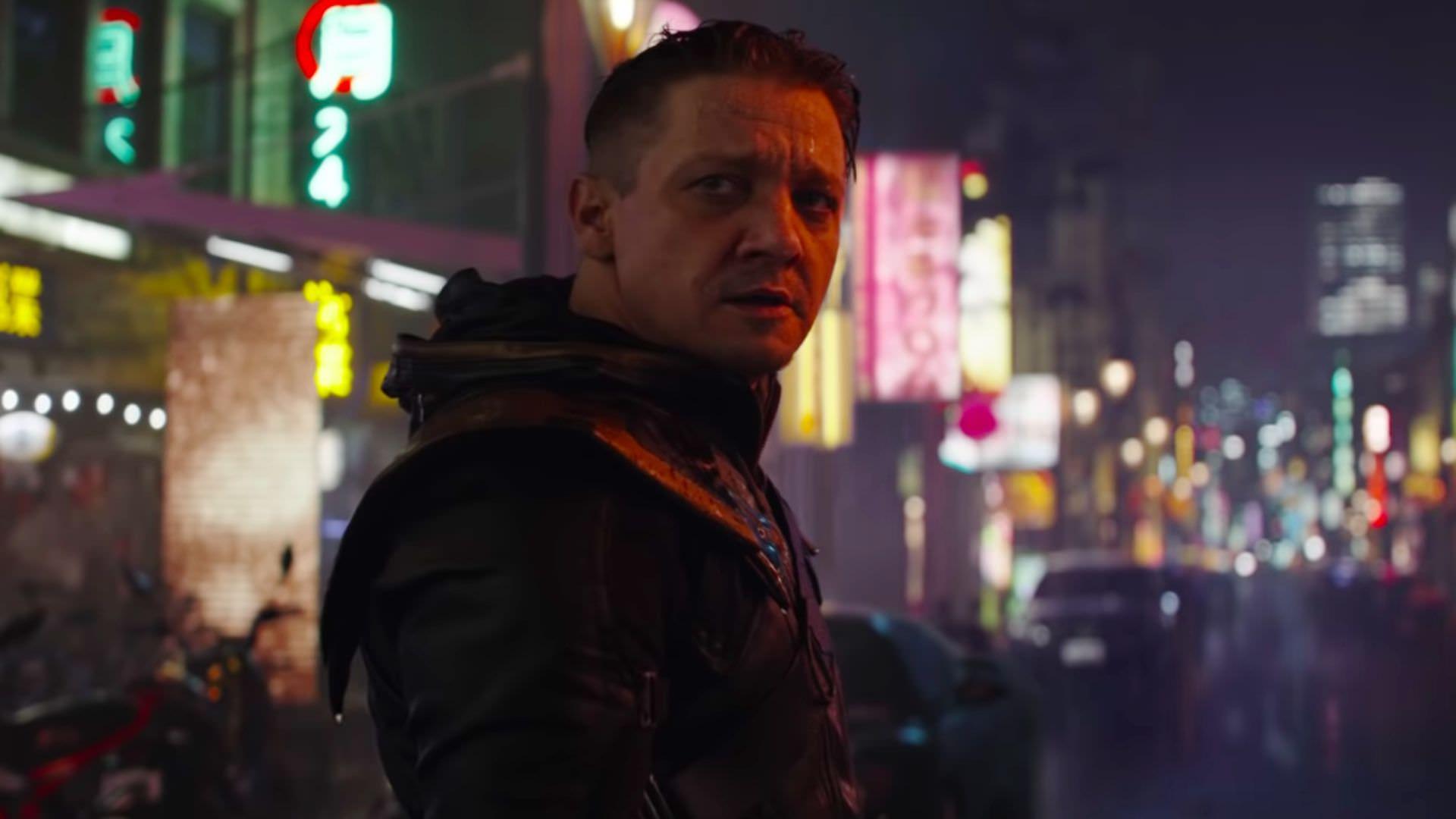 جرمی رنر تصویری از صورت آسیب دیده خود از پشت صحنه سریال Hawkeye را منتشر کرد 1