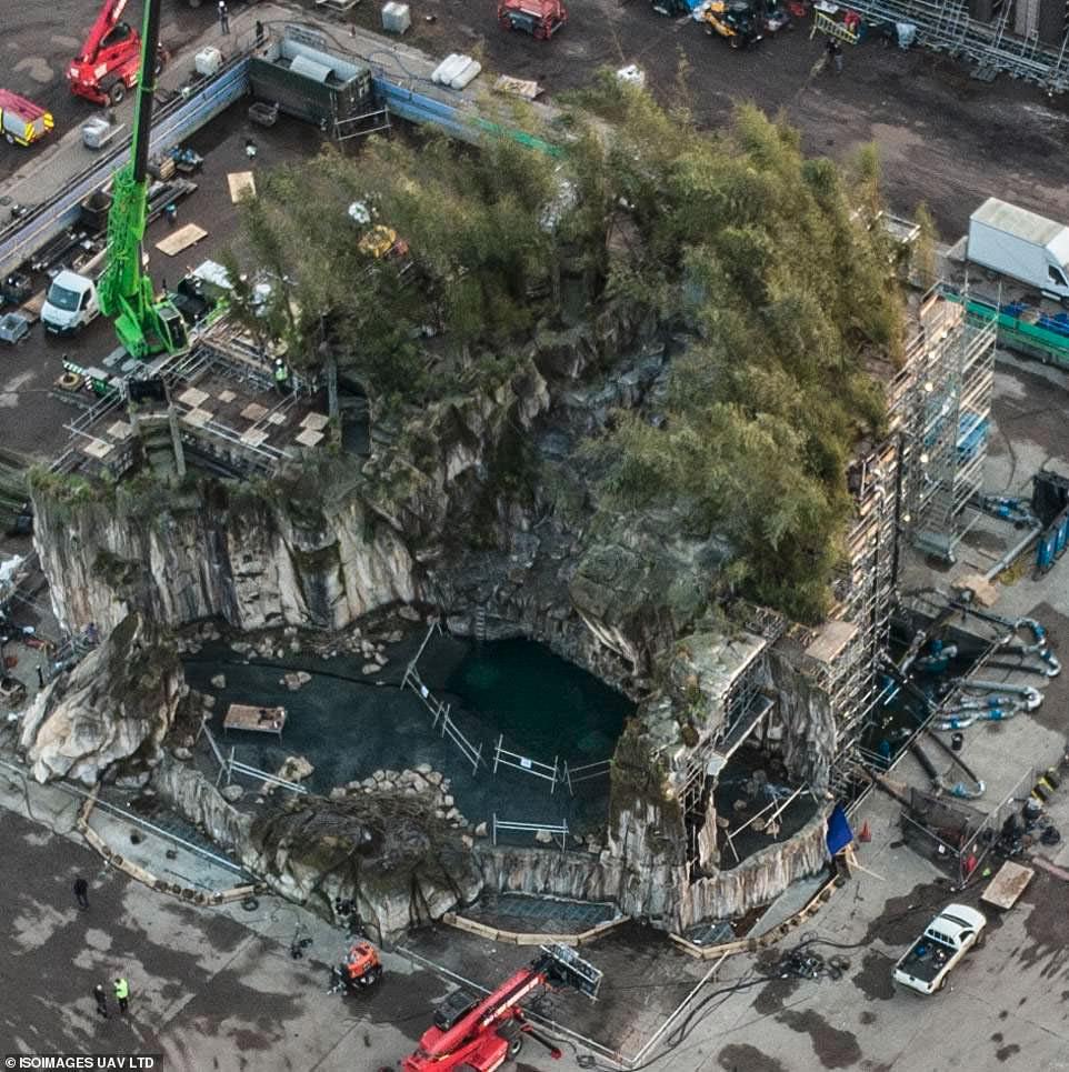 تصاویر جدید از پشت صحنه فیلم The Batman غار بتمن را نشان میدهند 1