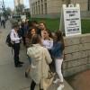 عکس سوییفتی ها جلوی دادگاه!! » تیلور سویفت | TaylorSwift.Pro عکس جدید